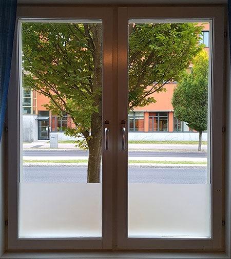 Fönsterputsning - Bild på två fönsterbågar